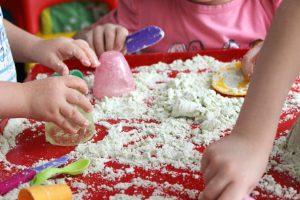 kako-napraviti-kineticki-pesak-za-decu